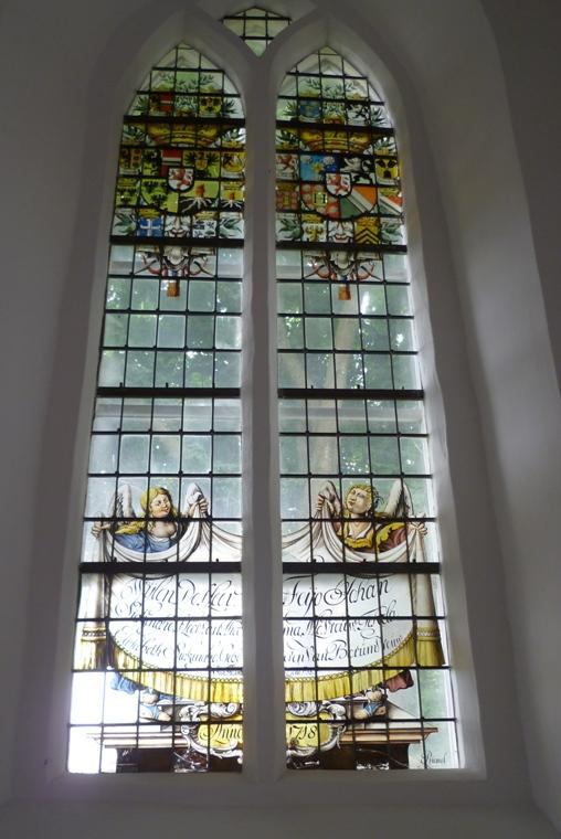 Raam in de kerk van Noordwolde ter ere van Feyo en Theckla