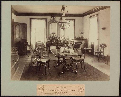 De salon in het huis van Hendrik Modderman in Monrovia