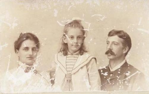 Marius Cato Offerhaus, Romelia van der Loeff en Micheline Margaretja Offerhaus  (foto van RKD)