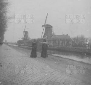De houtzaagmolens van de fa. van Houten omstreeks 1905