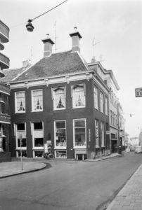 De ambtswoning van Wolter Wolthers in de Poelestraat Groningen. Nu huisnummer 14. (foto Wikimedia)